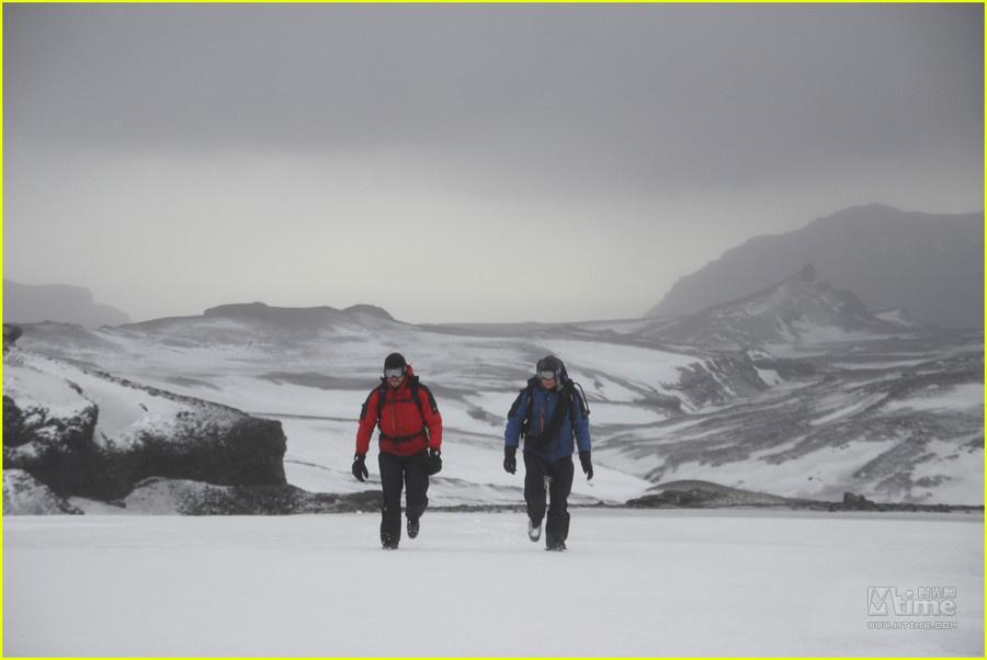 杰克吉伦哈尔户外探险 冰岛上演荒野求生