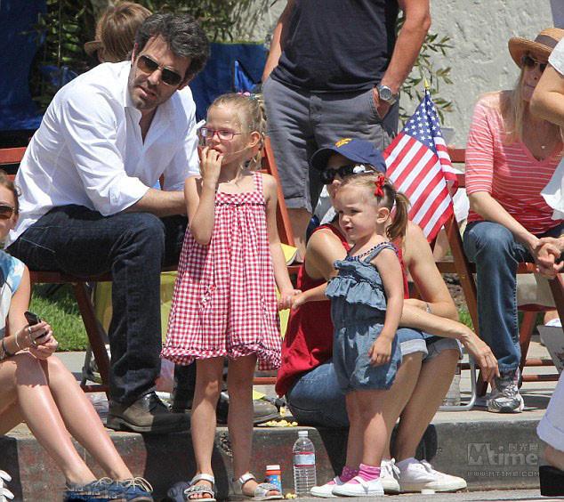 您当前的位置: mtime时光网 新闻 图片新闻 街拍 美国庆日明星度假欢