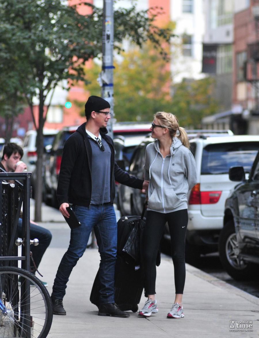 乔什哈奈特现任女友_乔什哈奈特与女友街头拥吻 为拍动作片被迫健身 - Mtime时光网