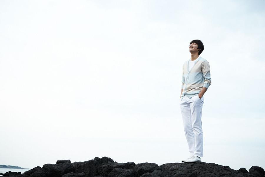 最新代言照   据韩国媒体报道 李敏镐将和比他大十岁的金喜善合作24