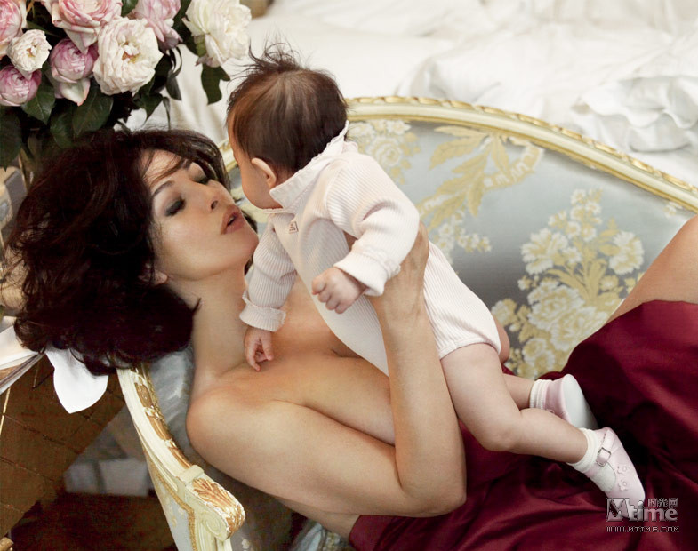 关于明星和子女的杂志曝光照,诸如安吉丽娜·朱莉产下小希洛和龙凤胎