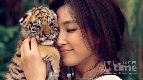 新写真上演了真人版的美女与野兽