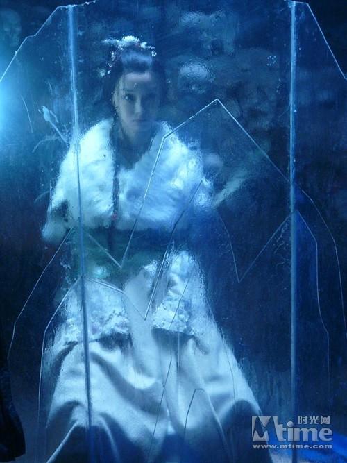 《十二生肖传奇》热播 谋女郎李曼化身兔女郎图片