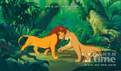 有一头叫娜娜的母狮子一直陪伴在它的身边,给予它无私的帮助.