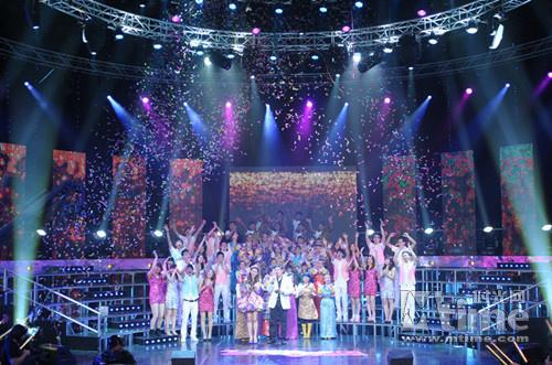 扬威天下的激烈选秀赛场中,东南卫视《欢乐合唱团》剑走偏锋首推集体