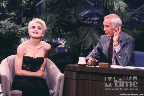 麦当娜做客强尼·卡森(Johnny Carson)节目