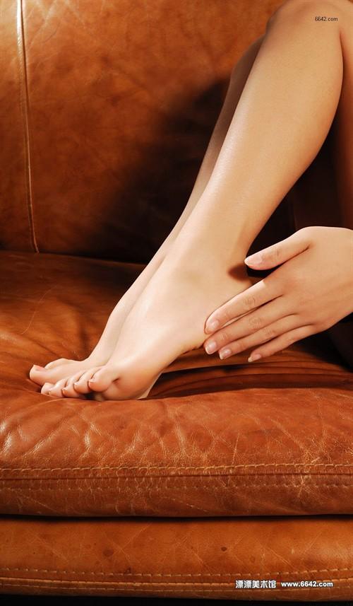 沙发上肉丝美足迷人无比 - 美女论坛; 两性rtys图片,性吧最新网址发布