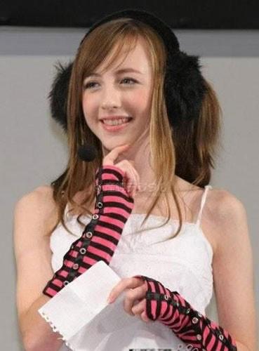 靡日本宅男界的14岁英国女孩萝莉图片