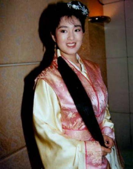 巩俐 1993年 巩俐与周星驰出演的《唐伯虎点秋香》 侯继林1997年图片