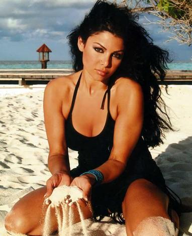 也无法掩盖这位黎巴嫩美女的风采