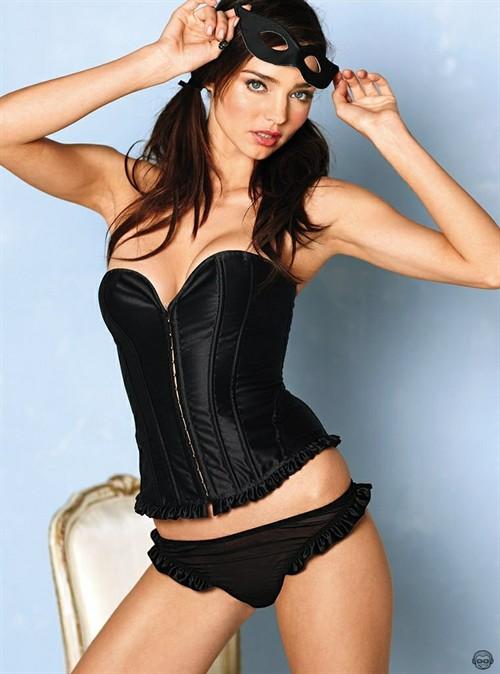 米兰达·可儿最新内衣写真 可爱性感俏皮迷人
