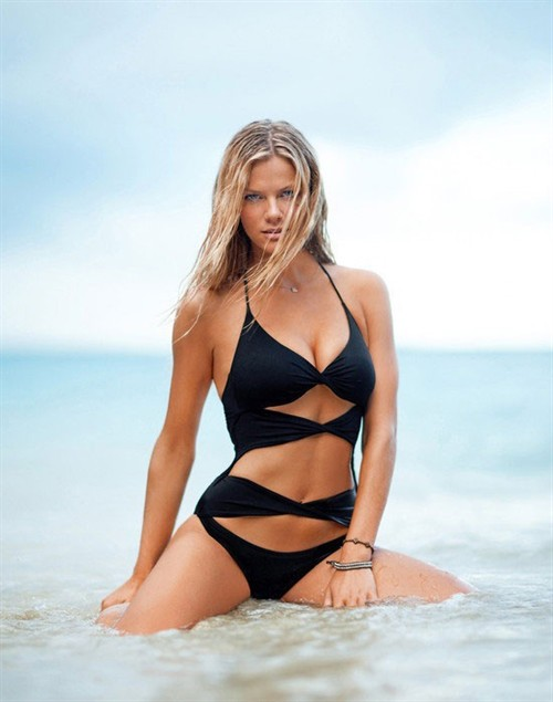 欧美海边2010名模泳装秀
