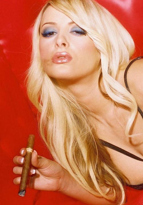 抽雪茄的黑丝洋美女 『初体验』Club招待所 电