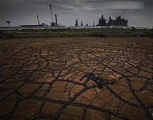 安徽省马鞍山化工园区长江边上被化工厂污染的土地