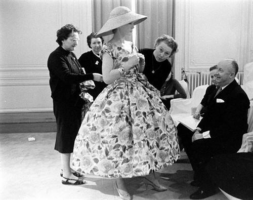 洛可可风格服装秀_• 1946年 黎蒙田大道30号 Christian·Dior 电影