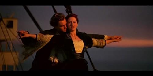 """.""""好想和你一起就这样一直飞下 背景音乐还是那熟悉的旋律,舒缓"""