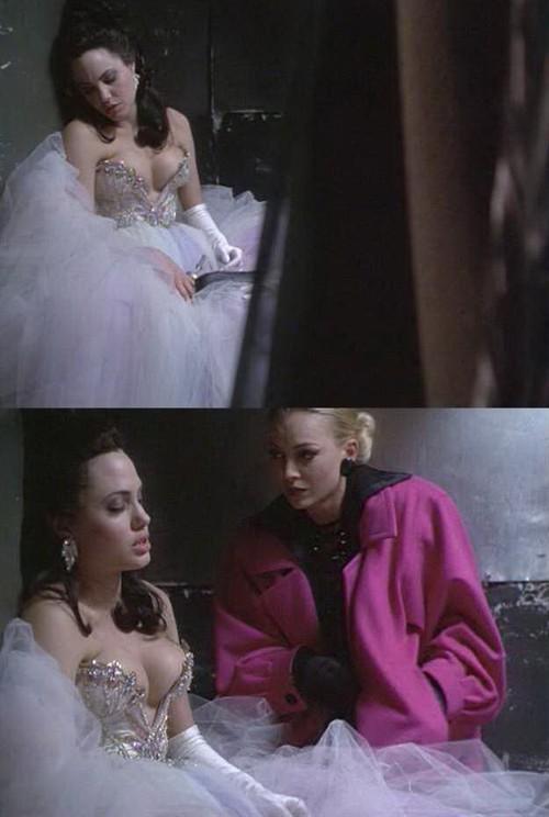 图集 安吉丽娜 183 朱莉在电影中的惊艳瞬间(r级) 《安吉丽娜 183 朱莉》影评