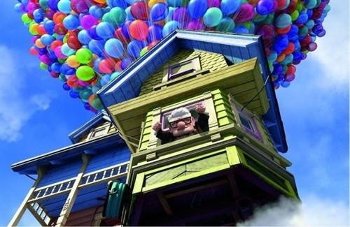 飞行的房子,许多许多彩色气球,还有木偶般立体生动的人物.