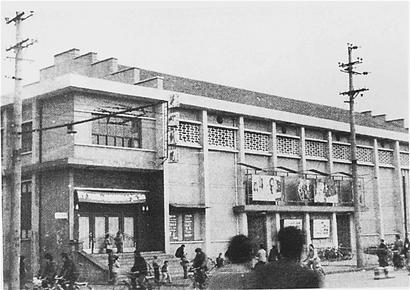 大中市的大中电影院,开化市后面的大众电影院,西肖墙后面的红星电影院