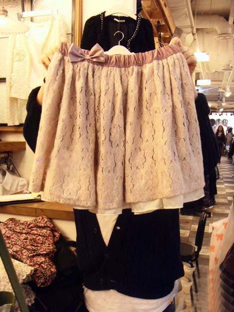买了条粉色针织短裙,不知道怎么搭配,高手帮忙