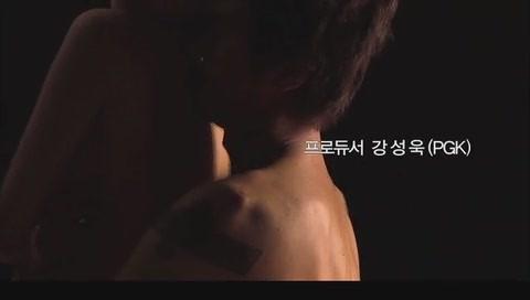网速快一点的韩国三级片中男主人公原先设定为画家但为强调3D效果而改成了雕塑家.(图34)