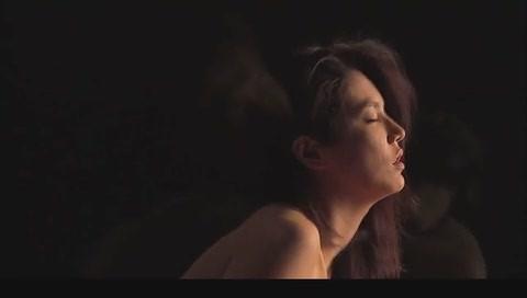 网速快一点的韩国三级片中男主人公原先设定为画家但为强调3D效果而改成了雕塑家.(图36)