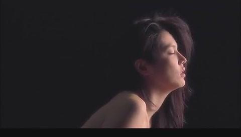 网速快一点的韩国三级片中男主人公原先设定为画家但为强调3D效果而改成了雕塑家.(图52)