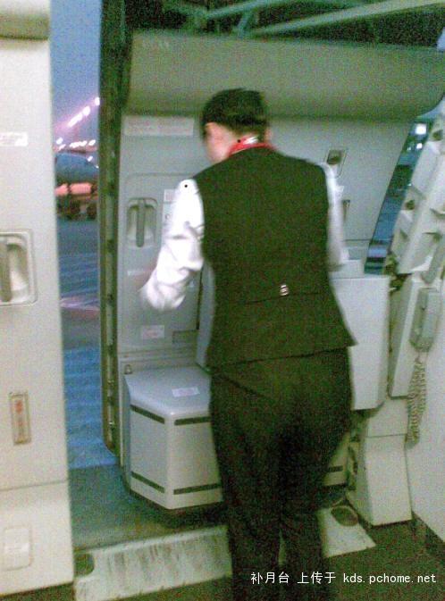 婴儿推车上飞机国航