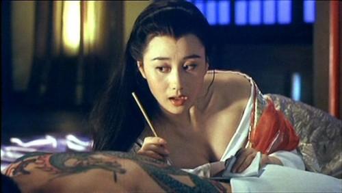 成龙真名_成龙原名竟叫房仕龙!揭秘他是如何打出那金灿后宫的