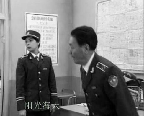 警服常服领花佩戴图