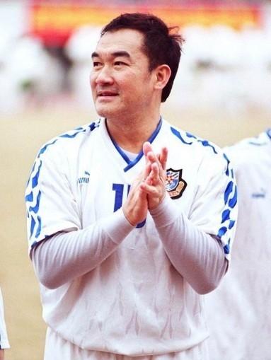 香港明星足球队出场了