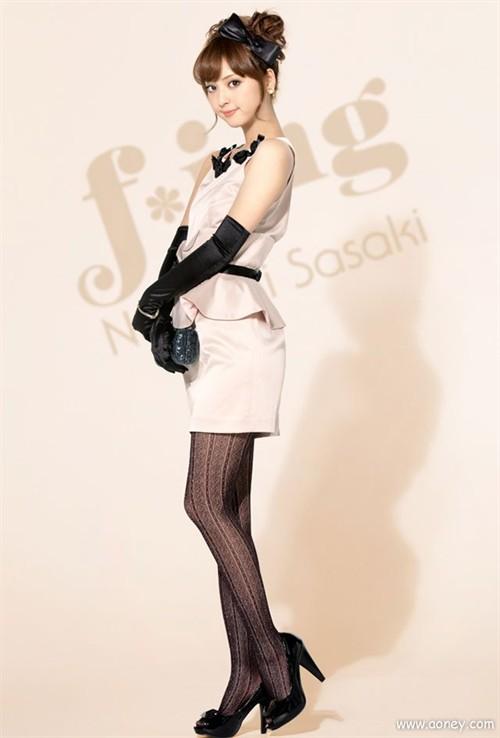 日本模特佐佐木希美腿写真