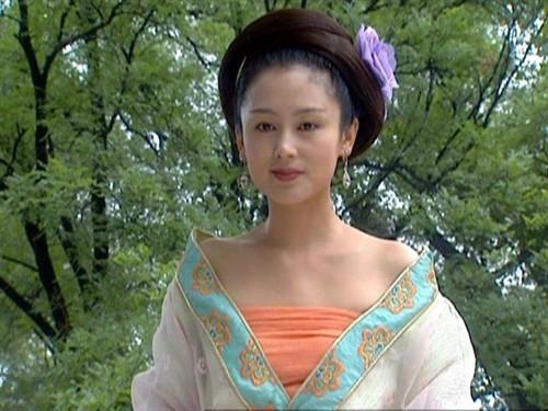 在香港八九十年代拍摄的图片电影中,张敏参演了大多数,且几乎全部是女武侠充气美女娃娃仿真图片