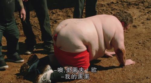屁眼夹苹果让猪吃,有创意