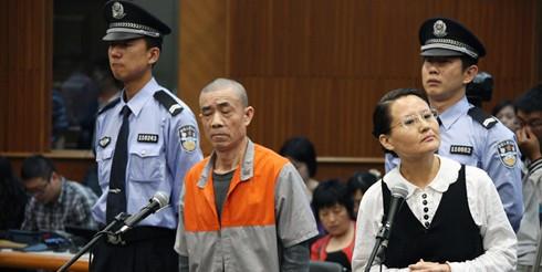 审判犯人-见过这么昂扬的庭审犯人吗图片