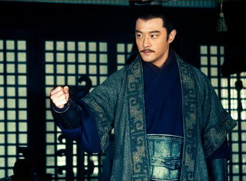 诸葛亮于是立刻抛出一纸外交提案:刘备暂借荆州