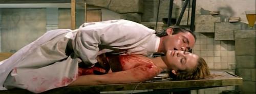 行尸走肉女开膛女人图片女人开膛破肚图片血腥