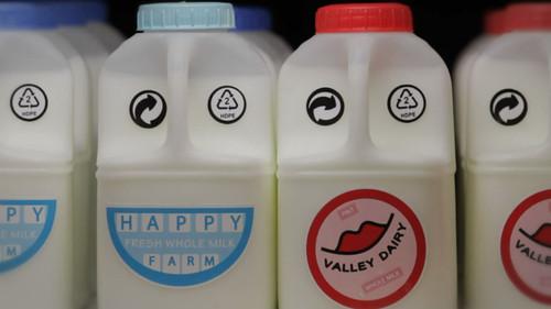 [视频]瞧人家这公益广告:牛奶罐的爱情