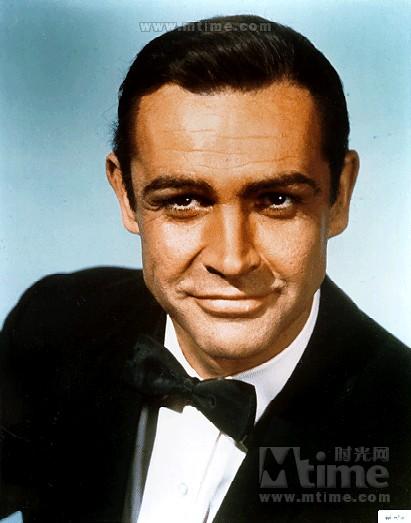 除了看哈里森福特耍帅之外就看这老头了····· 原来人家还演过007