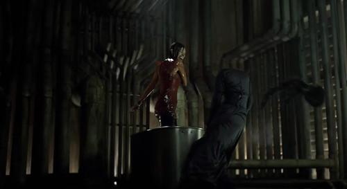《三十极夜2:黑暗的日子》:擒杀女王
