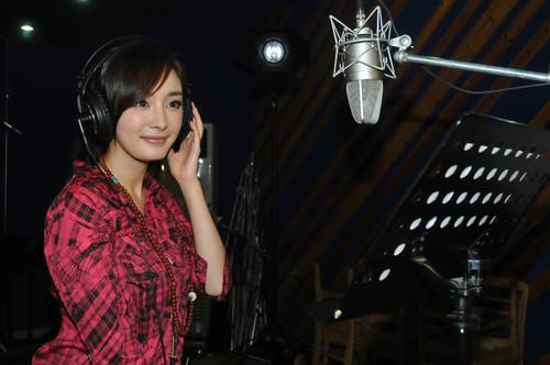 """...孤岛惊魂》录制主题曲   2009年4月的\""""80后新生代娱乐大明..."""