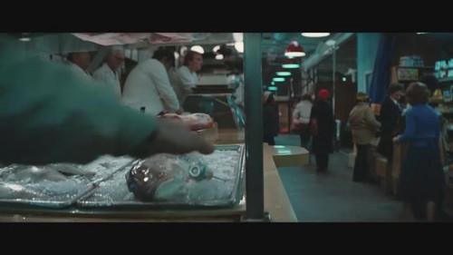 电影分屏_然后迅速的切换成分屏,为的就是让你看清楚杀手拿了样什么东西
