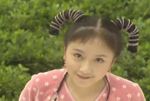 李倩长得比谢娜好,但是人娇小,所以一开始演了很多小丫鬟,最令