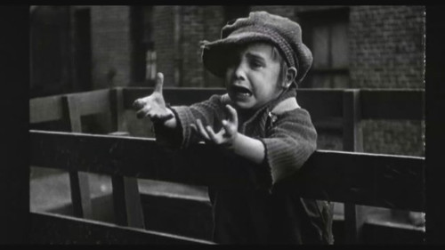 chaplin (1992)    影片回顾了卓别林的一生 当最后那些经典的黑白图片