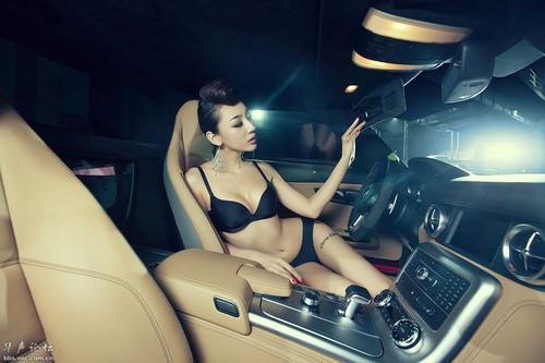 美女坐在豪车里的图片坐在豪车里的美女豪车艺术照豪