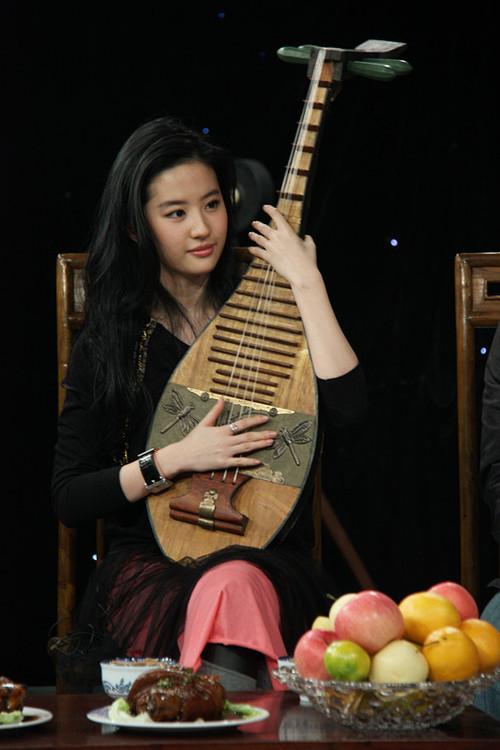铅笔画古装美女抱琵琶-刘亦菲 李仁港 鸿门宴
