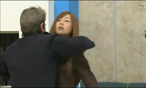 组图这个日本老头真猥琐