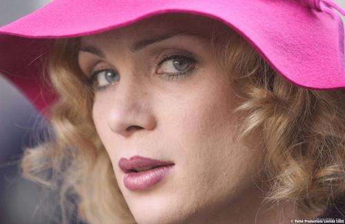小姐好白里的歌曲_雌雄难辨——说一说我看过的电影中的易装男女 - 《小姐好白 ...