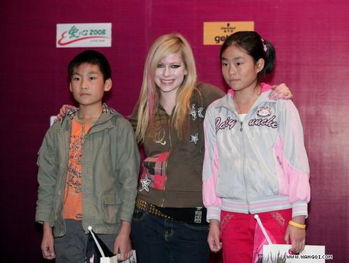 avril中国演唱会_艾薇儿是08年薇中国地震灾区捐款最多的艺人 艾薇儿·拉维尼时光 ...