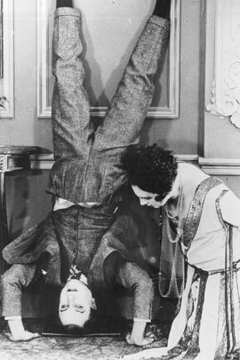 燃烧的火炉( 1923 )
